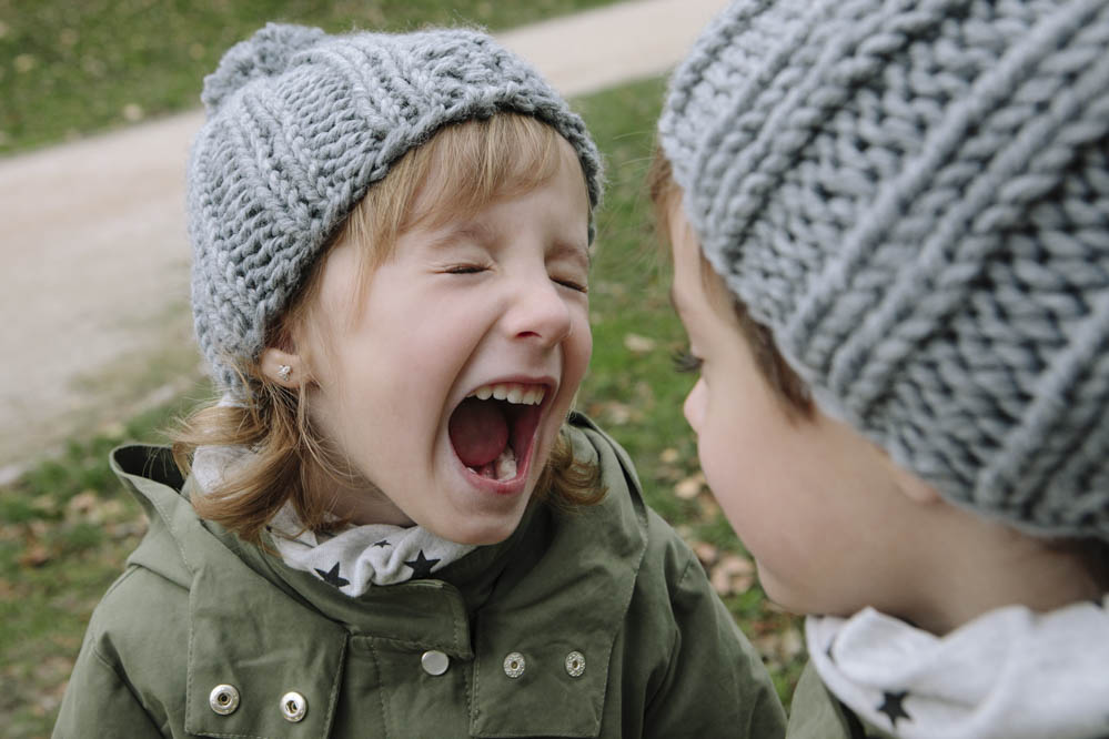 niña gritando
