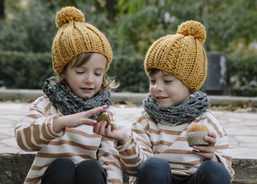 niños comiendo magdalenas