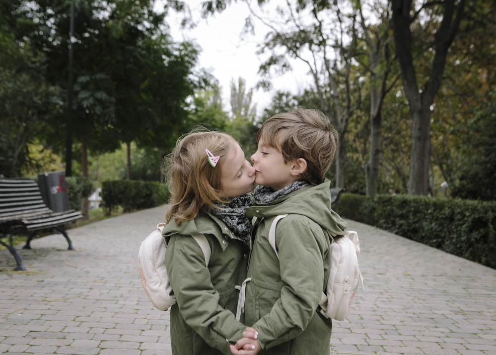mellizos beso sesión de fotos 2