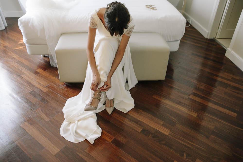 zapato Valentino tachuelas novia