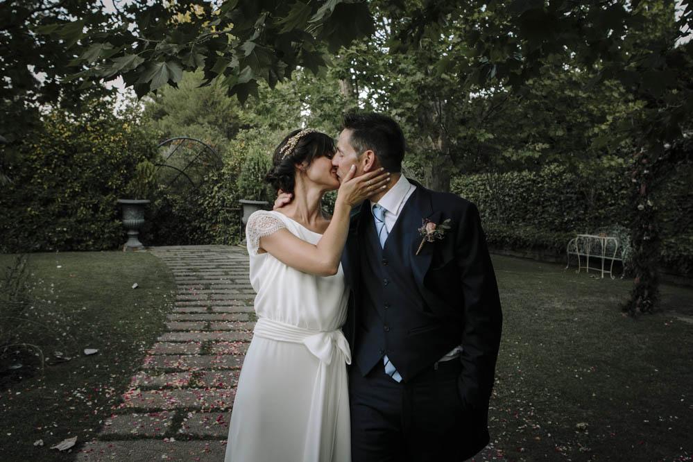 novios besándose Casa de las Hiedras