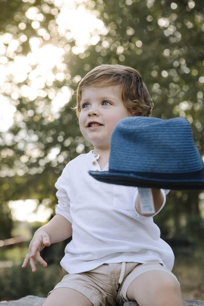 niño con sombrero