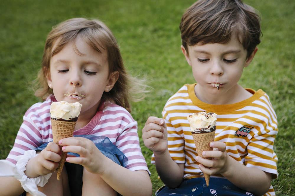 niños comiendo helado 2