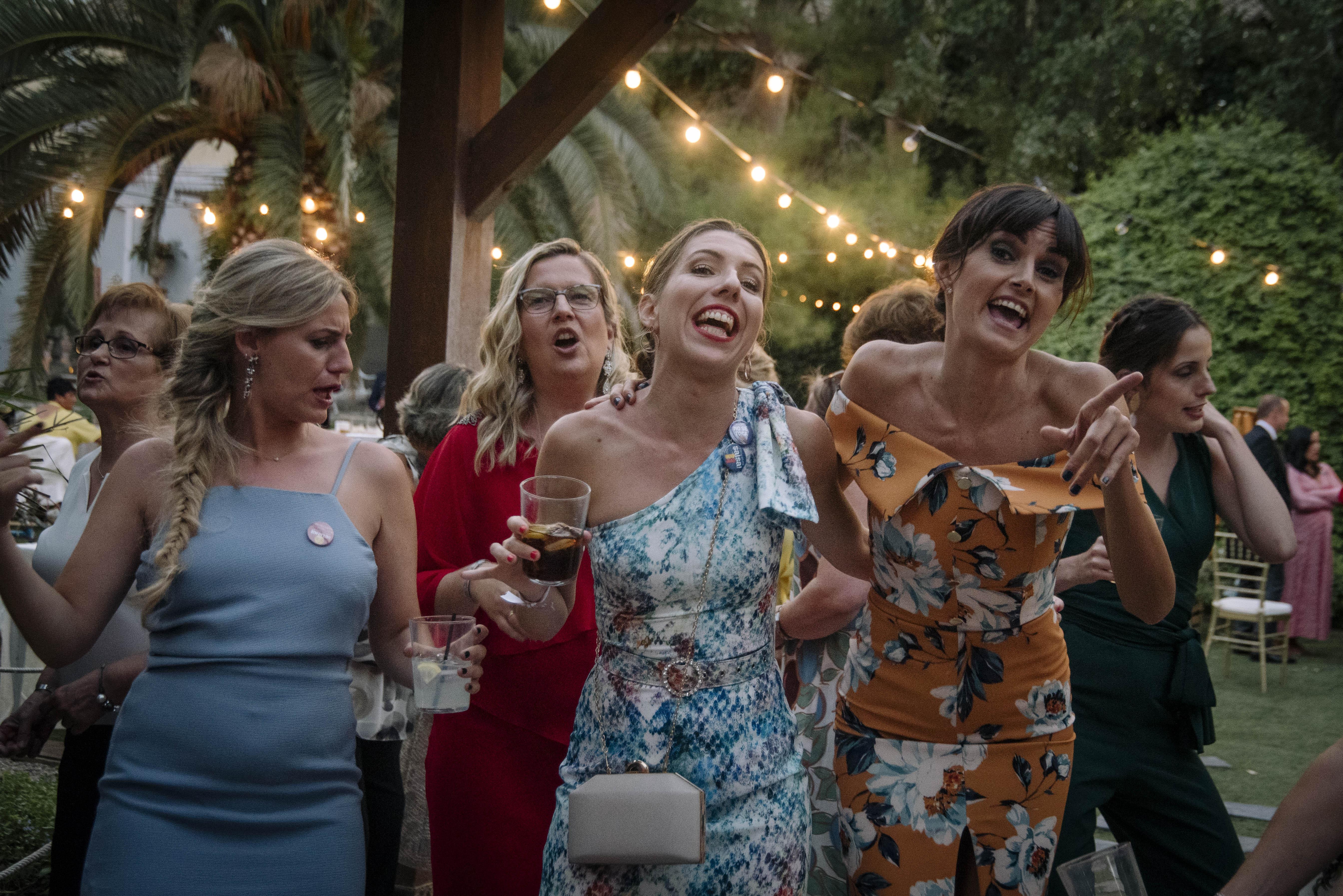 amigas de la novia bailando 6