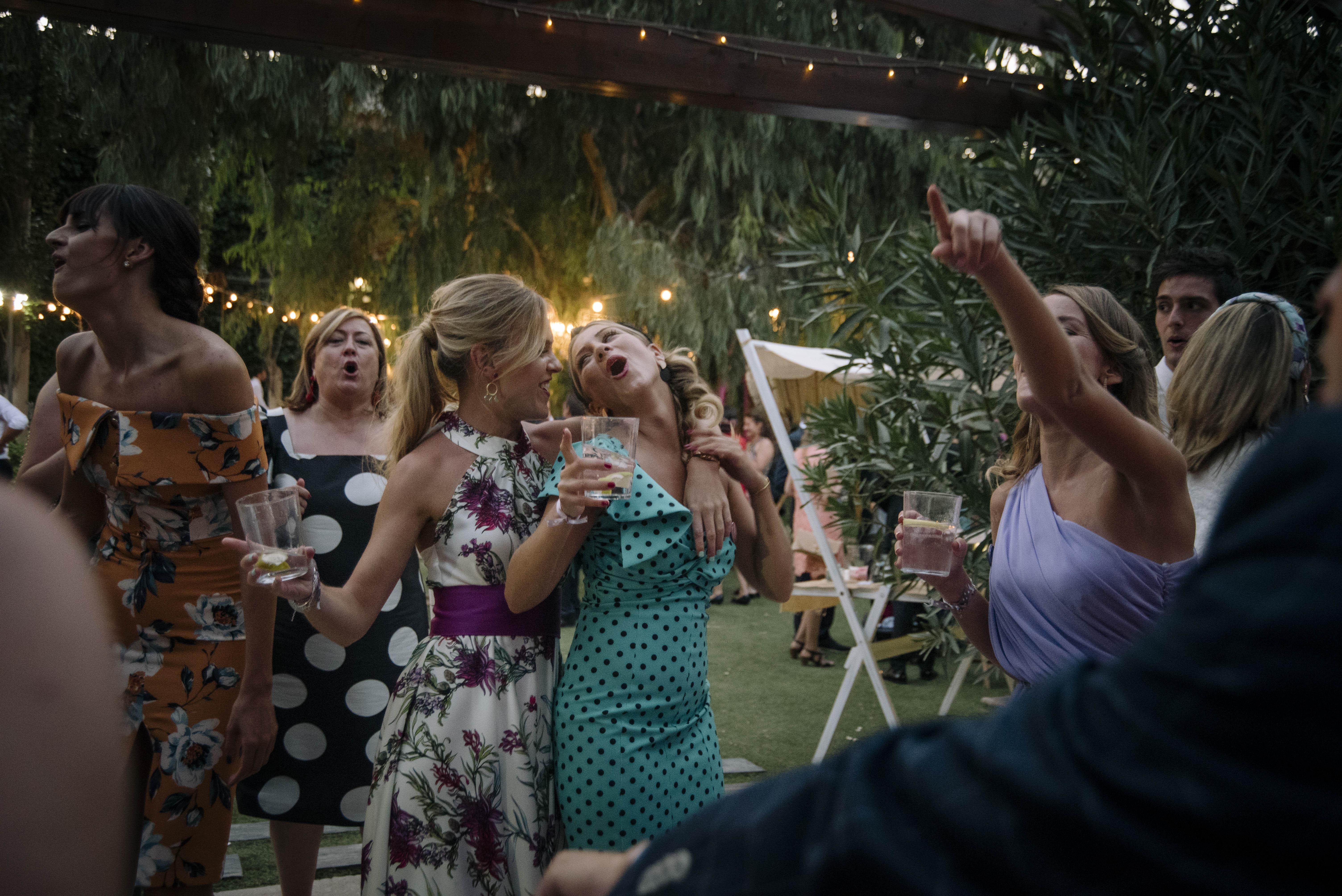 amigas de la novia bailando 7