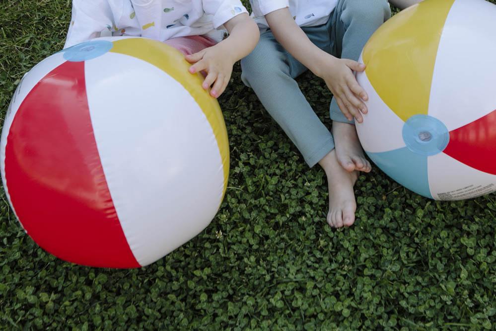 pelota inflable de colores