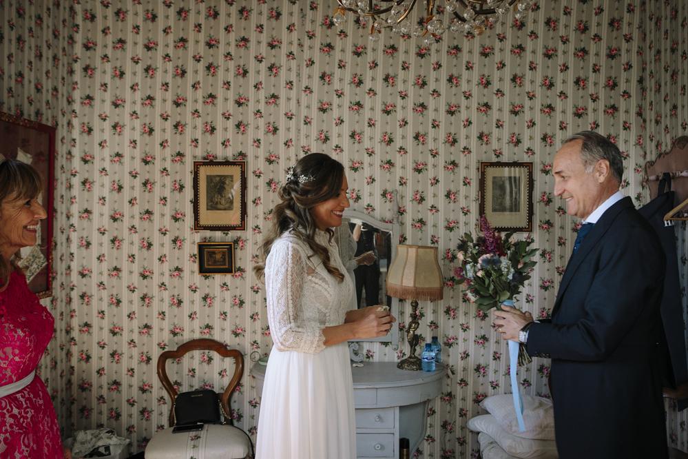 novia en Soto de Bruil con su padre
