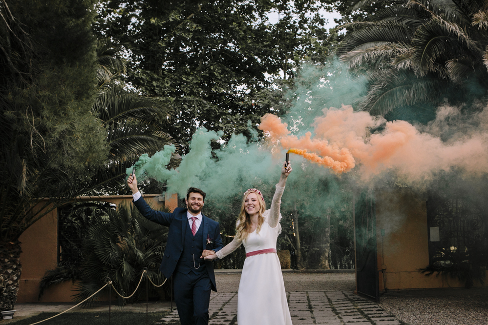 entrada a coctel con humo de color