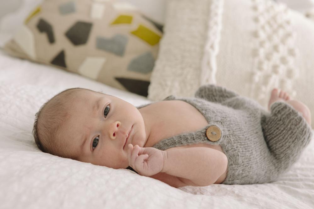 bebé en la cama 2